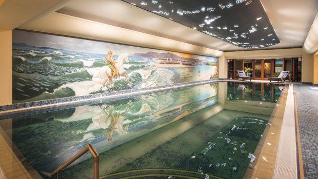 A hand-painted mural by Janet Shearer depicting Tir na nÓg runs the length of the 15m swimming pool wall.