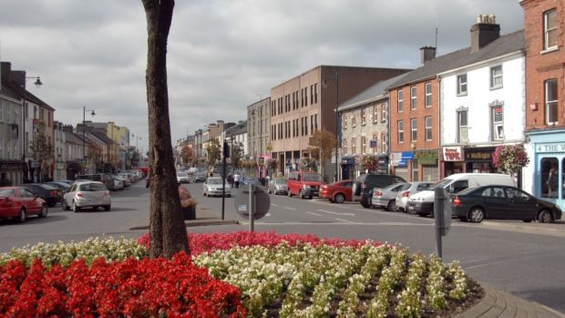 The M4 connects Mullingar with Dublin in the east and Sligo in the west, while a ring road has eased the traffic congestion problems that troubled the town centre in the past