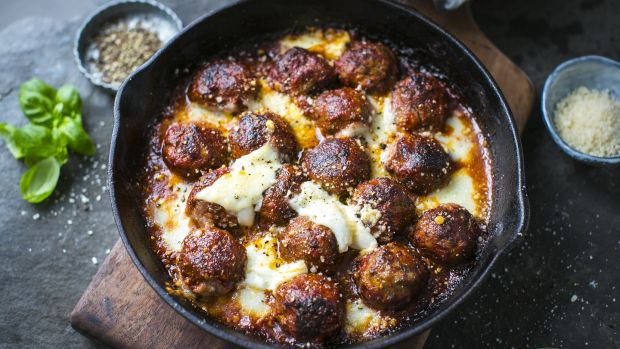 How long to cook meatballs in oven celsius