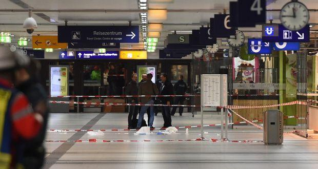the scene from d sseldorf train station attack. Black Bedroom Furniture Sets. Home Design Ideas