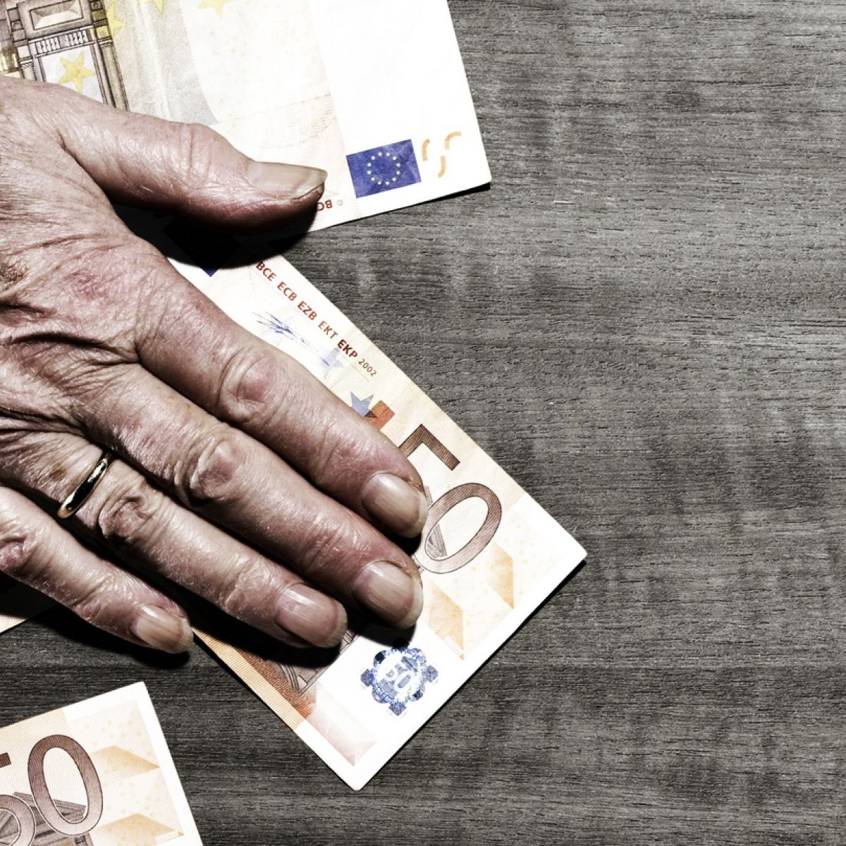What happens your pension when you die?
