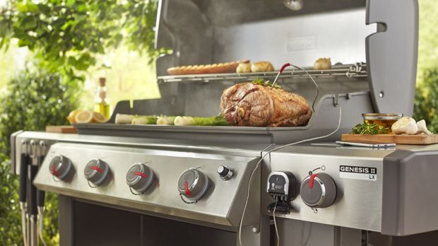 Cook the perfect barbecue by phone with the iGrill 3 Bluetooth thermometer.