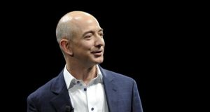 Jeff Bezos: has a net worth of $75.6 billion, $700 million more than Warren Buffett and $1.3 billion above Amancio Ortega (founder of Inditex) and $10.4 billion less than Bill Gates