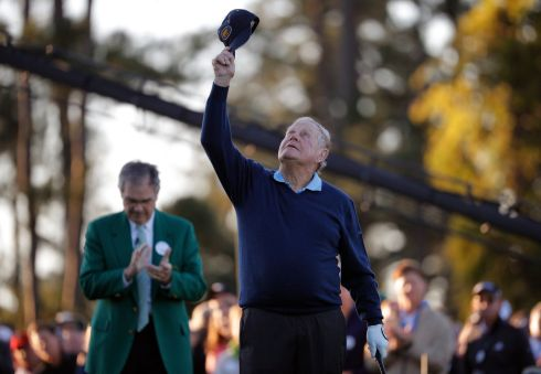 Jack Nicklaus tips his hat to the sky in honor of the late Arnold Palmer. Photograph: Lucy Nicholson/Reuters
