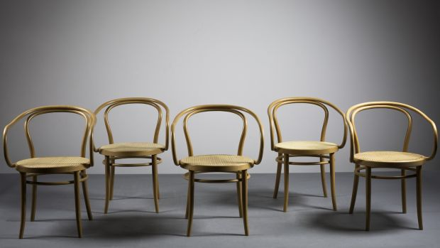 Johnson auction: A set of six Bentwood chairs