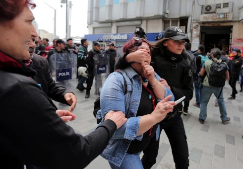 Turkish police fire tear gas at May Day demonstrators in Istanbul