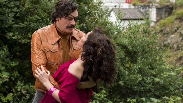 Julian Barratt as Richard Thorncroft, with Essie Davis, in Mindhorn