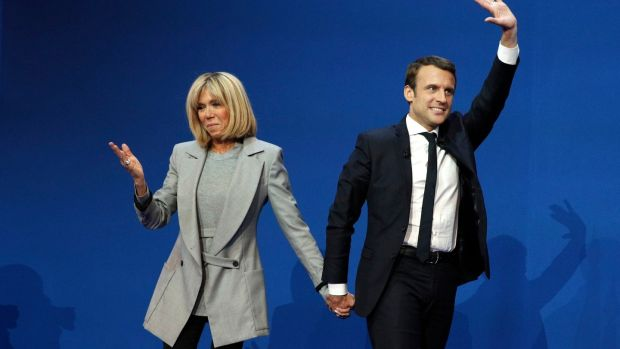 Emmanuel Macron celebrates with his wife Brigitte Trogneux after the first round.