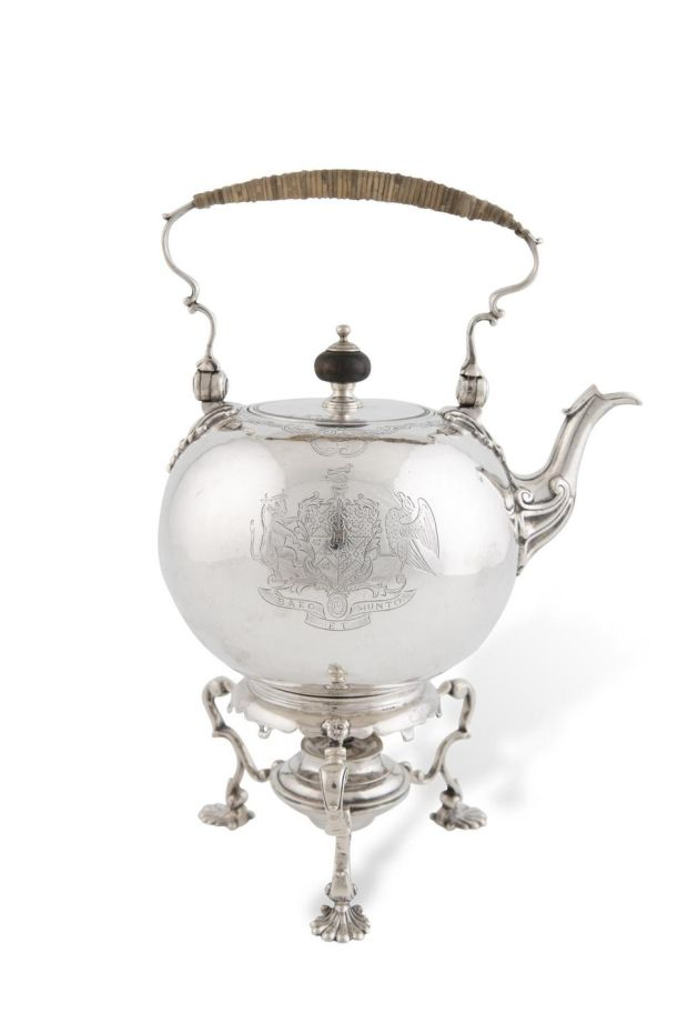George II baluster-shaped tea kettle with rattan-covered handle on a circular stand, made by Thomas Sutton in 1737 (Lot 90, €6,000-€8,000)