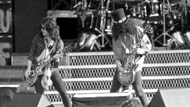Guns n roses at slane 1992 appetite for self destruction gilby clarke and slash of guns n roses onstage at slane castle on saturday fandeluxe Images