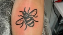 Hundreds queue for bee tattoos in Manchester