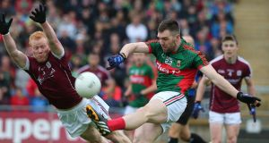 Mayo's Seamus O'Shea gets in his kick despite the attentions of Galway's Declan Kyne during last year's Connacht semi-final at Castlebar. Photograph: Lorraine O'Sullivan/Inpho
