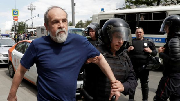 As Protests Begin in Russia, One High-Profile Arrest
