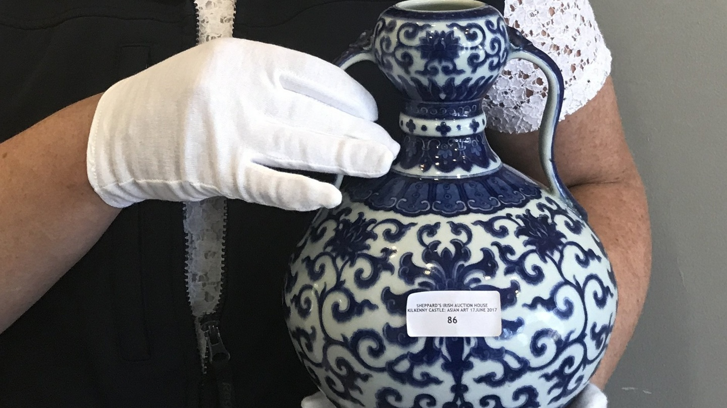 Chinese vase sells at Laois auction for record €5,5