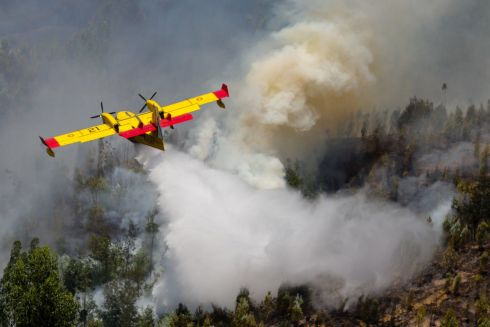 A Spanish Canadair fire fighting aircraft drops water over the Pedrogao Grande forest fire, in central Portugal, 18 June 2017.   EPA/MIGUEL A. LOPES