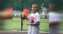 Bieber plays basketball in Bushy Park, Dublin