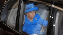 Queen Elizabeth reported to police for not wearing seatbelt