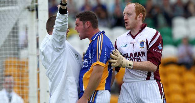 Men in white coats. The strange life of the GAA umpire