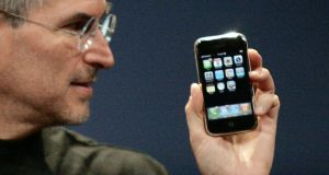 Steve Jobs with the iPhone in 2007