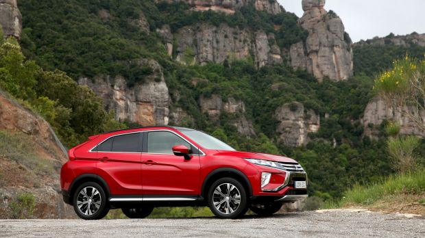 Mitsubishi tries to eclipse its competitors with new mid sized crossover mitsubishi eclipse cross family front styling with more provocative rear look fandeluxe Image collections