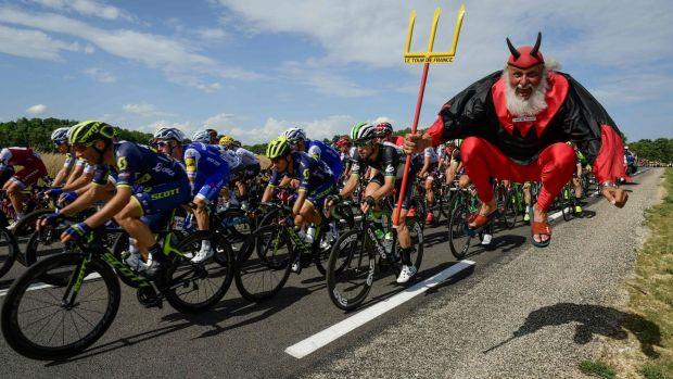 'El Diablo' greets up on the seventh stage. Photo: Getty Images