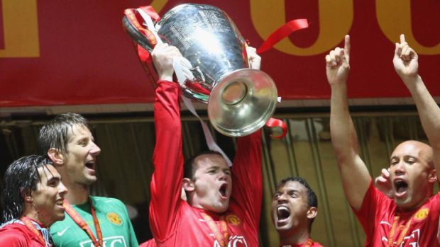 Rooney lifts the Champions League trophy afer winning it in 2008. Photo: Matthew Peters/Manchester United via Getty Images