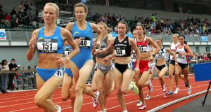 Sonia O'Sullivan in second place behind Shalene Flanagan in the women's  3, 000 metres in 2005.  Photograph:  Neil Danton/Inpho