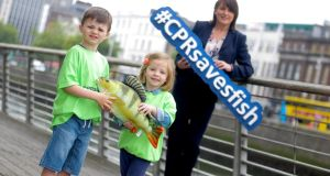 Darragh Nolan (aged 5 from Lucan) and Evelyn Cahill (aged 4 from Dunboyne) join forces to help promote  the CPRsavesfish campaign.