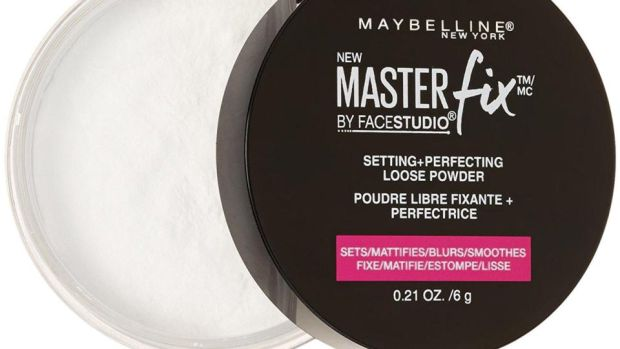 Maybelline Master Fix Loose Setting Powder sets make up perfectly, doesn't look clogged or lighten the shade of your make up.