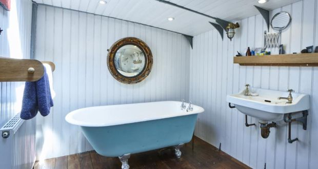 Xylonite: the Dunkirk houseboat's traditional-style bathroom