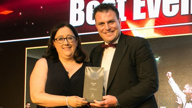 Mary Weir, Co-Founder, Event Industry Association of Ireland presents the Best Conference award to MCI Dublin Team.