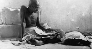 Mahatma Gandhi  fasts in protest against British rule after his release from prison in Poona, India. Photo: Keystone/Getty Images