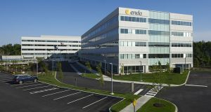 Endo's  total revenue fell 4.9%  to $875.7m, hurt by weakness in its  US generics business