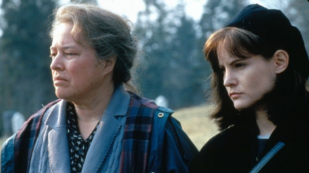 Kathy Bates and Jennifer Jason Leigh in 'Dolores Claiborne'