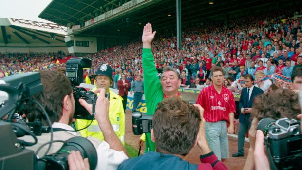 Brian Clough bids farewell to the Nottingham Forest fans after a 2-0 defeat by Sheffield United condemned Forest to relegation. Photo: Getty Images