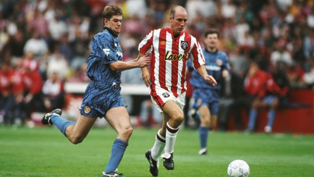 Gary Pallister of Manchester United chases Alan Cork of Sheffield United on the opening day. Photo: Getty Images
