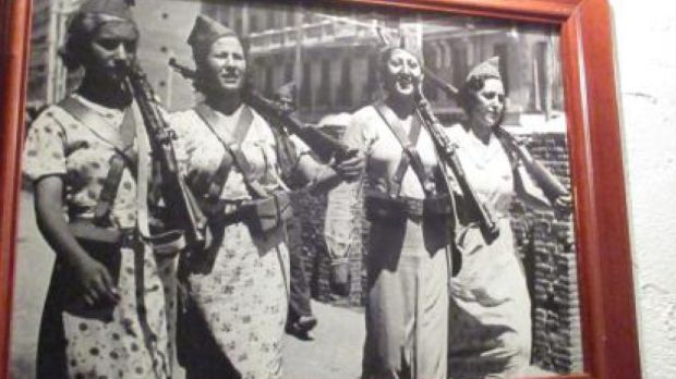 Photograph of female fighters during the Spanish Civil War, in Bar Llibertaria in Barcelona