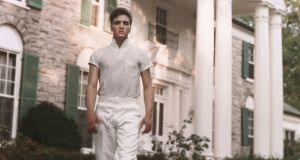 Graceland: Elvis is buried in the garden, making the house a pilgrimage for fans of rock'n'roll