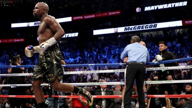 Mayweather jogs back to his corner after referee Robert Byrd had stopped the fight in the 10th round. Photo: Christian Petersen/Getty Images