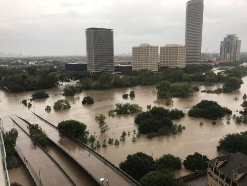 Flooded downtown is seen from a high rise along Buffalo Bayou after Hurricane Harvey inundated the Texas Gulf coast with rain causing widespread flooding, in Houston, Texas, U.S. August 27, 2017 i Photo: Twitter/@caroleenarn via REUTERS