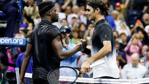 Federer wobbles, but edges teen at US Open