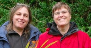 Polly and Jenny Kitzinger after a successful day gardening in 2008
