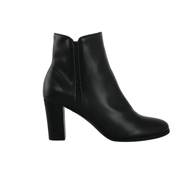 Black boots, €29.99