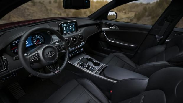 Kia Stinger: inside, even the spoked circular vents are reminiscent of Audis or Alfa Romeos