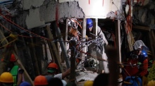 Mexican authorities rush to save schoolgirl buried by earthquake