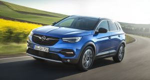 For all its french links, the Opel Grandland X manages to have it own look. There is a nice upright grille that features the blitz badge and some smaller wings.