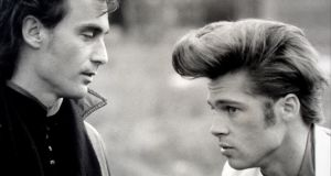 Tom DiCillo and Brad Pitt on the set of Johnny Suede