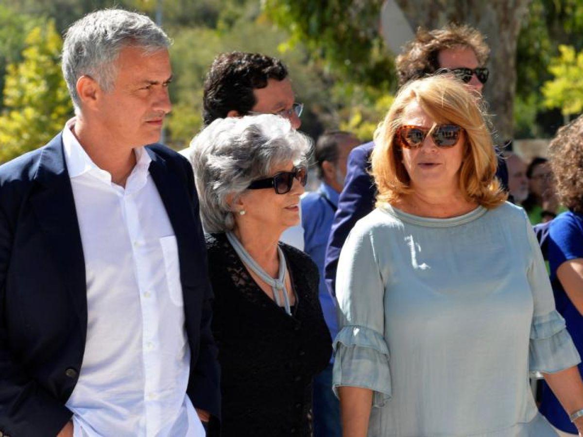 Maria Mourinho and her son