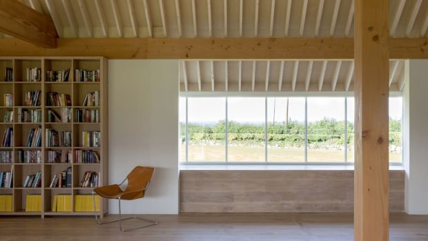 The warmth and texture of the timber ceiling brings a refinement to the vaulted open plan family space, making it more enclosed and more comfortable