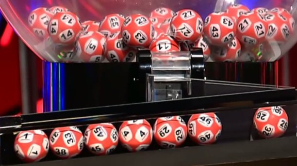 The second ball to come out of the draw was the number 38, however due to the reflection of light on the lotto ball, it appeared to show the number 33 and 38.